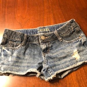 Decree distressed jean shorts size 1